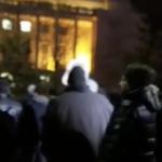 """Hotii, hotii, hotii!"". Protest puternic in fata Guvernului, tot mai multi oameni sunt in Piata Victoriei. Au aparut primele incidente – Imagini live"