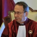 Solicitare oficiala, Dorneanu trebuie sa demisioneze din CCR. Judecatorii de la CAB au constatat ca CCR a incalcat atat legea, cat si Constitutia