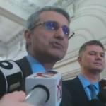 """""""Jos mascarada! Jos abuzul!"""". Scandal in Parlament intre Tariceanu si Robert Turcescu"""