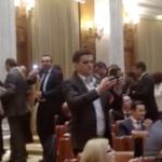 """Parlamentarii PSD au recurs la violenta fizica in timpul discursului lui Iohannis: """"Colegul meu a fost agresat fizic de colegi de la majoritate"""""""