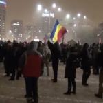 Determinare. Viscolul si frigul nu i-au intimidat pe protestatari. Mii de tineri sunt in Piata Victoriei si cer demisia Guvernului Grindeanu-Dragnea – Video