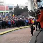 """Traiasca PSD si Romania rosie. Romania e rosie!"". Peste 5.000 de manifestanti si-au afirmat sustinerea fata de Guvernul Grindeanu – Video"