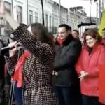 "Cunoscuta actrita, ode fierbinti aduse liderilor PSD la mitingul lui Tutuianu: ""Aveti in frunte oameni inteligenti si harnici. Da, sustin Guvernul Grindeanu"" – Video"