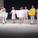 "Asa si-au terminat spectacolul, sambata seara, actorii de la Teatrul National din Cluj: ""Circul lor continua. Iesiti in strada"". Cum au reactionat spectatorii"
