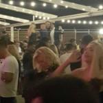 O fotografie a noii mafii de la varful PSD. Lider PSD danseaza pe masa intr-un club de lux alaturi de afaceristi cu statul si de fiul numarului 2 din PSD