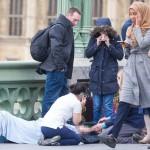 """Atentat terorist in Londra: Adevarata poveste a femeii cu hijab care trece """"nepasatoare"""" pe langa victimele masacrului"""