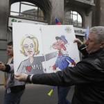 """Protest de amploare al politistilor in fata Guvernului. Ministrul de Interne, """"blonda lui Dragnea"""", tinta a ironiilor manifestantilor"""