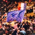Analiza: Doi candidati anti-sistem, umar la umar pentru presedintia Frantei – Care sunt mizele pentru Europa