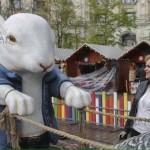 """Bucuresti, capitala kitschului. Ornamentele de Paste cu care Firea a impanzit orasul i-au ingrozit pe bucuresteni: """"O sa se sperie copiii"""" – Galerie foto"""