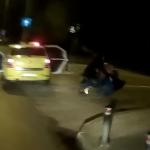 Doar in Bucuresti. Video, un taximetrist si-a luat clientul la bataie in timp ce prietena acestuia striga disperata dupa ajutor
