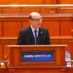 """""""I-am trimis lui Dragnea trei lingai azi, sa-i fie de bine, sa si-i ia acasa"""" – prima reactie a lui Basescu, dupa ce seful PSD i-a furat oamenii"""
