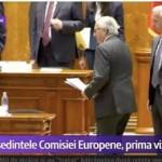 O imagine graitoare: Garda de corp a lui Juncker isi pazeste… portofelul in Parlamentul Romaniei