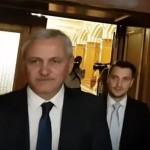 """""""Haideti sa ii spunem 'La multi ani' lui Dragnea"""". Protestatarii #rezist se duc la restaurantul de lux unde Dragnea petrece cu parlamentarii PSD"""