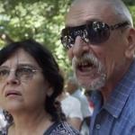 Manifestantii lui Plesoianu din fata DNA nu sunt deranjati deloc de jandarmi. In schimb, un protestatar #rezist a incasat amenzi de 20.000 de lei – Video