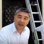 """""""Gabi Firea are nevoie de asa sacali?"""". Un jurnalist a fost lovit golaneste de un angajat al primarului Firea in timp ce filma – Video"""