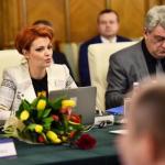 Populism PSD: Tudose face pe nervosul cand e filmat de TV-uri si mustruluieste un ministru PSD
