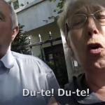 Pensionari invrajbiti de PSD in fata DNA, iata cum au raspuns unor tineri care i-au intrebat cine le mai plateste pensia daca ei pleaca din tara – Video