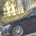 """""""Sarmanul pensionar bolnav"""" Dan Voiculescu, fotografiat in Mamaia la volanul unei limuzine de lux: """"Stati linistiti, slugoilor, Varanul nu moare"""""""