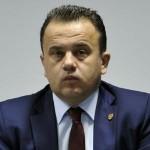 """Analfabetul Liviu Marian Pop il acuza pe presedintele Iohannis de plagiat: """"Il poftesc pe autointitulatul politruc K.W. Iohannis sa verifice"""""""