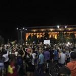 """""""Un guvern de hoti si de mafioti!"""". Mii de oameni au blocat din nou Piata Victoriei. Ce mesaj le transmite Dragnea"""