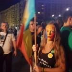 Incidente la protestul din Piata Victoriei. Jandarmii au retinut doua persoane, dupa ce le-au smuls steagurile tricolore din maini – Video