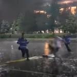 Incidente intre jandarmi si protestatari in timpul furtunii din Bucuresti. Jandarmii au actionat din nou agresiv – Video