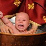 Lista detaliata, cat costa un botez. Cati bani trebuie sa scoti din buzunar pentru preot si biserica