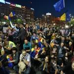 """""""Guvernul este obiectiv militar"""". Jandarmii au intervenit impotriva protestatarilor din Piata Victoriei, nu li se mai permite accesul in zona"""