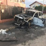"O cunoscuta jurnalista TV acuza ca este victima unui ""atac mafiot"" ordonat de politicieni. Masina i-a fost incendiata in fata casei: ""Data viitoare va trebui sa ma ucideti"""