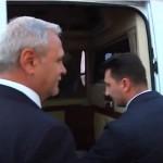 Dragnea, pus pe fuga si la Deva. Seful PSD s-a ascuns intr-o masina cu geamuri fumurii pentru a scapa de protestatari – Video