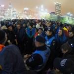 """Protest de proportii in Piata Victoriei, dupa adoptarea """"revolutiei fiscale"""". Jandarmii au intrat in forta, incercand sa aresteze hartia igienica"""