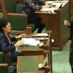 Scarba cu care senatorul Ecaterina Andronescu a aruncat pe jos o carte i-a atras atentia unui cunoscut scriitor. Text usturator