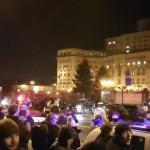 Momentul in care jandarmii au dat cu gaze pentru a-i apara pe parlamentarii care plecau in mare viteza. Imagini pe care TV-urile nu le difuzeaza – Video
