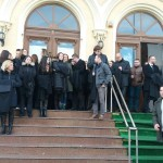 O imagine cum nu s-a mai vazut in UE. Magistratii romani protesteaza cu robele in maini in fata tribunalelor fata de actiunile anti-justitie ale PSD si ALDE