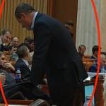 """Dragnea si-a trimis adjunctul, un condamnat penal, sa supravegheze modul in care voteaza parlamentarii PSD: """"Da comenzi care sunt executate prompt"""""""