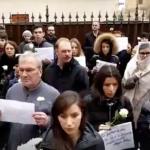 """Acestia sunt """"securistii"""" care ii sperie pe cei din PSD Sibiu. Numar impresionant de manifestanti: copii, tineri, pensionari cu garoafe albe in maini – Video"""