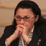 """Ecaterina Andronescu, umilita de tabara analfabetilor lui Dragnea. A fost schimbata din functie tocmai cu Liviu """"Genunche"""" Pop"""