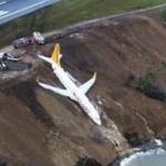 Imagini ireale, un avion Pegasus plin cu pasageri a iesit de pe pista aeroportului, in Turcia. A fost la cativa metri de apele Marii Negre – Video