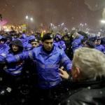 "Adrian Nastase sare in apararea jandarmului bataus din Piata Universitatii: A refuzat ca un ""rezist"" sa-i bage gardul in gura"