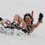 Concurs Miss Bikini la Sibiu, pe zapada, la o temperatura de minus trei grade. Ce premii sunt in joc