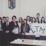 """Inapoi in ceausism. Un grup de elevi din Sighet a fost pus sa scandeze """"Multumim senatorului Liviu Marian Pop!"""""""