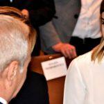 Iubita lui Dragnea, instalata pe locurile de onoare de la Congresul PSD. Ea este pazita si incadrata de doua dintre amazoanele sefului PSD