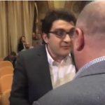 Guvernare cu interlopi. Inca un deputat USR a fost dat afara dintr-o sedinta publica de gorilele PSD-ului – Video