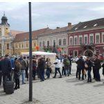 """""""Asa se schimba Romania"""". Clujul trimite un semnal de speranta intregii tari: cozi mari la semnaturi pentru initiativa """"Fara penali in functii publice"""" – Video"""
