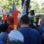 """Cum a fost luat de guler un ministru PSD fata Guvernului. Huiduit de sute de salariati disperati: """"Am asteptat destul! Am asteptat destul!"""" – Video"""