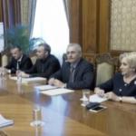 Mugur Isarescu, precizari taioase dupa ce a fost convocat in biroul lui Dragnea. Guvernatorul sugereaza ca seful PSD nu intelege mai nimic