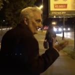 """""""Bacalbasa, nesimtitule, iti bati joc de noi, romanii"""". Un deputat PSD a fost fugarit de protestatari in fata Parlamentului – Video"""