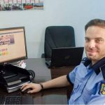 """Godina s-a enervat, un politist i-a facut """"imbecili"""" pe cei care au huiduit-o pe Firea: """"El se ocupa de pagina de FB a MAI"""""""