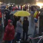 Furtuna cumplita in Bucuresti insa sute de romani sunt in Piata Victoriei. Dictatura Dragnea si-a aratat azi coltii – Video