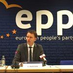 """PPE: """"Premierul Romaniei nu este pregatit sa preia presedintia UE pentru sase luni. Credibilitatea Romaniei este serios afectata"""""""